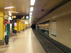 Frankfurt am Main - U-Bahnhof Parlamentsplatz (IngolfBLN) Tags: station germany underground subway deutschland metro frankfurt ubahnhof ubahn lightrail frankfurtammain haltestelle pnv u7 stadtbahn parlamentsplatz