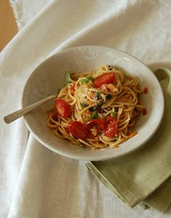 Wholemeal pasta with vegetable sauce / Espaguete integral com molho de legumes (Patricia Scarpin) Tags: vegetables tomatoes pasta onions vegetarian carrots spaghetti celery parmesan cherrytomatoes wholewheatpasta