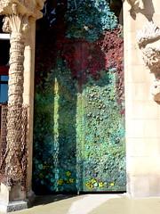 Porte de la faade de la Nativit de la Sagrada Familia (FloDL) Tags: barcelona sculpture espaa architecture porte sagradafamilia espagne nativity frontdoor faade barcelone nativit gadi