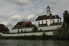 Rhein ( Hochrhein - Fluss - River ) zwischen K.raftwerk R.ekingen und K.oblenz im Kanton Aargau in der Schweiz und Deutschland (chrchr_75) Tags: chriguhurnibluemailch christoph hurni schweiz suisse switzerland svizzera suissa swiss chrchr chrchr75 chrigu chriguhurni 1408 august 2014 hurni140817 august2014 albumkirchenundkapellenimkantonaargau kantonaargau aargau kirche church eglise chiesa rhein rhin reno rijn rhenus rhine rin strom europa albumrhein fluss river joki rivire fiume  rivier rzeka rio flod ro