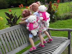 Anne-Moni und Margie mit Bärli ... (Kindergartenkinder) Tags: dolls margie annette wasserburg burg hülshoff havixbeck himstedt annemoni kindergartenkinder