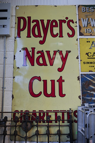 Players Navy Cut Sign € 325