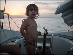 L (Sapient Iguana) Tags: sunset summer beach boat child yacht playa boatandsunset lucianlanteri childsteeringaboat childsteeringayacht