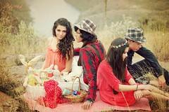 picnik (patyartphoto) Tags: friends naturaleza amigos reunion fashion vintage revista models moda vogue campo beauties romantico picnik portada hermosos sombreros vestidos canastas romanticismo