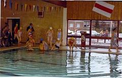 1975~, Zwembad De Brug, 001 (glanerbrug.info) Tags: holland netherlands zwembad nederland swimmingpool paysbas twente piscine niederlande schwimmbecken 19601980 glanerbrughistorischekringglanerbrug overijsselgemeenteenschede