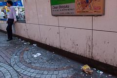 Shinjuku (idespertokumura) Tags: street tokyo garbage shinjuku rue déchets saleté