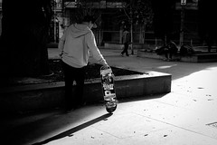 (fernando_gm) Tags: street skate skateboard shadow blackandwhite bw blancoynegro monochrome monocromo monocromatico madrid españa spain fujifilm fuji f14 35mm man people person persona human humano