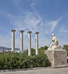 Les Quatre Columnes de Josep Puig i Cadafalch. (svet.llum) Tags: barcelona ciudad arquitectura montjuic montjuïc catalunya cataluña escultura paisaje verano