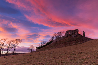 Skelbo Castle Sunrise .