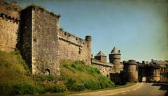 Forteresse (.Sophie C.) Tags: fougères 35 illeetvilaine breizh bretagne forteresse fortifications château castle pse15 photoshopelements15 texture pareeerica france remparts portenotredame