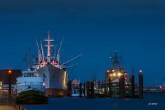 Cap San Diego (hph46) Tags: deutschland germany norddeutschland hamburg hafen elbe blauestunde schiffe lichter canon 350d