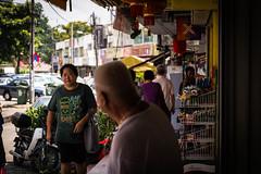 Beer Lounge (haqiqimeraat) Tags: malaysia kualalumpur kl 2485 nikon nikkor d7100 streetphotography street streetlights people