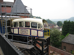 Bridgnorth Cliff Railway (andreboeni) Tags: bridgnorth cliff railway funicular railroad tram carriage coach shropshire river severn