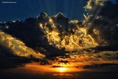 .... epico (lefotodiannae) Tags: lefotodiannae cielo nuvole sole luce tramonto colori raggi di