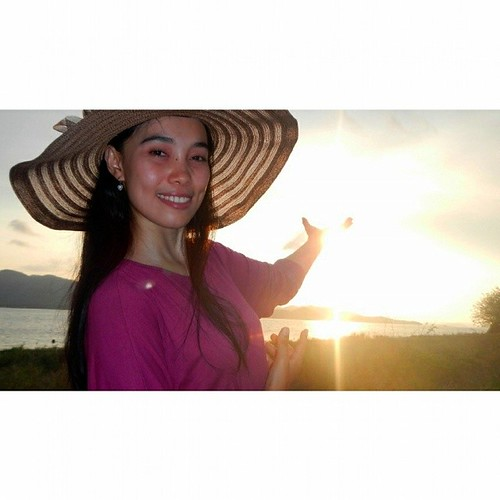 GILI NANGGU SERIES  HOLDING-UP THE SUNSET at Gili Tangkong Island, Sekotong, West Lombok, NTB, INDONESIA   #love #TagForLikes #TFLers #likesforlikes #explorelombok #lomboknesia #lombok #ilovelombok #lombokkita #contestgram #instabpn @instabpn #instamarind
