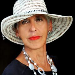 Ora (fiumeazzurro) Tags: chapeau ritratti bellissima anthologyofbeauty