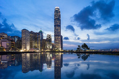 Blue hour (mikemikecat) Tags: street reflection mirror sony voigtlander nightview ifc a7r vm21 tamarpark 添馬公園