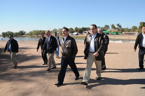 El Gobernador Guillermo Padrés realizó un recorrido de evaluación de obras.