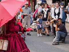 Shooting you shooting (kasa51) Tags: street people japan photographer candid streetperformer yokohama 野毛大道芸 オルゴール人形オリーブ 中区野毛町