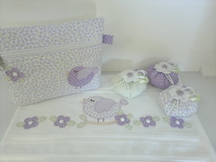 Necessaire, toalha e saches (Ka Comelli) Tags: artesanato passarinho toalha criança tecido bordado sache aplique aplicação necessaire feitoamão patchcolagem patchaplique