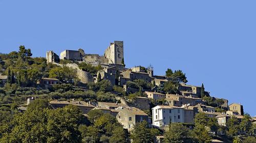 Village de Lacoste avec son célèbre château du Marquis de Sade
