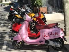 La Vie en Rose (heraldeixample) Tags: heraldeixample barcelona bcn spain espanya españa spanien catalunya catalonia cataluña catalogne catalogna moto motocycle vespa albertdelahoz