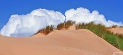The kiss of clouds over the dunes - O beijo das nuvens sobre as dunas (Yako36) Tags: portugal peniche landscape beach praia paisagem sonye18553556oss sonynex5n