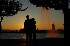 Abendrot (He_Da) Tags: sunset fountain schweiz switzerland couple sonnenuntergang springbrunnen paar zug afterglow abendrot zugersee lakezug