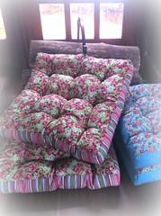 ALmOfAdAs FuToN (DoNa BoRbOlEtA. pAtCh) Tags: flowers flores handmade futon almofada donaborboletapatchwork denyfonseca