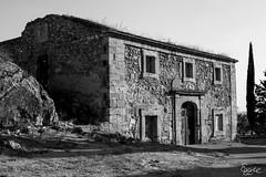 BW House (eggier) Tags: blackandwhite bw architecture la spain oldhouse destroyed castilla mancha stonehouse ucles nikon3200 monasteriodeucles