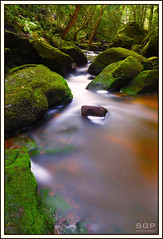 Down Stream (Samuel Gordon Pickering) Tags: longexposure green water canon rocks stream colours falls slowshutter mossy 6d somersby 24105mm somersbyfalls sgpphotography