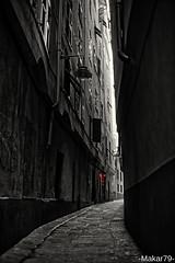 Red Dot (-Makar79-) Tags: liguria streetphotography genova vicoli reposted caruggi 35mmf14ais blackwhitephotos centrostoricodigenova d700 nikkorprime nikkor35mmf14ais streetph noiliguri