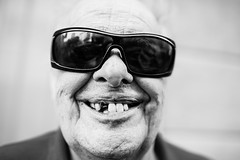 A super-smile with (...almost...) 32 teeth :-D (Giulio Magnifico) Tags: life lighting white smile sunglasses closeup composition happy lights funny emotion expression character teeth citylife streetphotography streetportrait elder aged xd ahah genuine hikey udine laught nikond800e sigma35mmf14dghsm