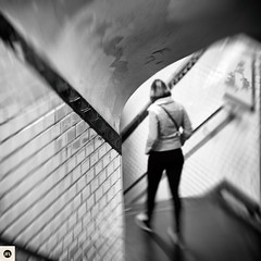 59sa140317 (photo & life) Tags: paris france europe ville city blackandwhite noiretblanc humanistphotography métro subway street streetphotography jfl photography photolife™ fujifilm fujinon fujifilmxpro2 fujinonxf56mmf12rapd 56mm squareformat squarephotography