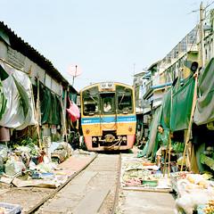 Maeklong Railway Market (richardhwc) Tags: 120 6x6 film mediumformat thailand market kodak railway hasselblad planar 500cm carlzeiss portra160 80mmf28 maeklong