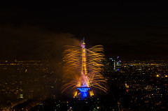 Fte Nationale Paris 14 juillet 2014 (herve_928) Tags: lights fireworks toureiffel montparnasse bastilleday feudartifice parisbynight 14july pyrotechnique guerreetpaix nikkor1685mm d5100