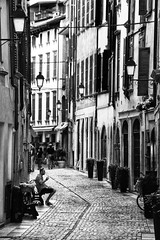 sleepy italian side street (paddy_bb) Tags: travel italien bw italy cityscape salo lakegarda gardasee 2014 nikond5300 paddybb