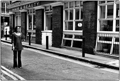 Hair And Beauty, September 21, 2007 (Maggie Osterberg) Tags: leica travel england bw london blackwhite m8 maggieo silverefexpro2 voigtlander35mmultronf17
