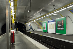 (iontrop) Tags: paris subway metro streetphotography