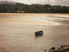 (Clauber Silva) Tags: brazil sun holiday sol praia beach nature water rio gua brasil boat mar sand barco peace areia paz silence tranquilidade feriado silncio puma