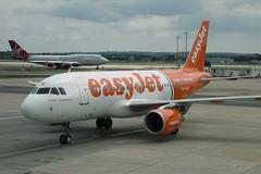 Easyjet G-EZIW - Gatwick (Neil Pulling) Tags: airbus gatwick easyjet a319 gatwickairport geziw