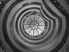 Guggenheim Museum (sisyphus007) Tags: street summer newyork america unitedstates unitedstatesofamerica streetphotography olympus guggenheim oli guggenheimmuseum 2014 thebigapple micro43 43 kiedyszko olympusomd olympusomdem5