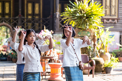 Litlle Dancers - Wat Ket Karam - Chiang Mau - Thailand
