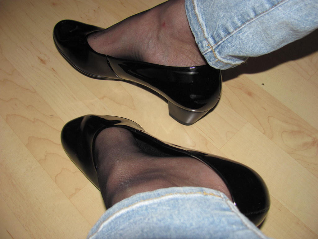 Dangling black patent high heels stilettos with stockings 3