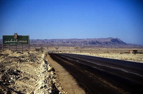 "Ägypten 1999 (758) Busfahrt Kairo-Hurghada: Ostwüste • <a style=""font-size:0.8em;"" href=""http://www.flickr.com/photos/69570948@N04/33356899892/"" target=""_blank"">View on Flickr</a>"