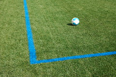 Ball (Jan van der Wolf) Tags: blue grass lines corner ball football blauw map soccer pitch gras minimalism simple pith bal lijnen footballpitch voetbalveld kunstgras soccerpitch 77400 artificalgrass