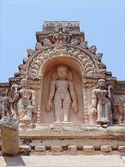 L'entrée du sanctuaire de Gomateshwara (Sravanabelgola, Inde)