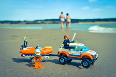 Lego on the beach (@cpe) Tags: sea rescue mer toys miniatures sand surf lego guard cost sable figurines zodiac surfeur sauvetage snsm lgo sauveteurs