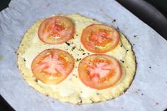 Pizza e tots de couve-flor (anaclara_luppi) Tags: cheese tomato oven pizza queijo vegetarian tots cauliflower tomate forno comidavegetariana couveflor