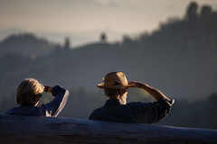 A hat is not enough (tom.leuzi) Tags: street sunset people woman sun man love nature landscape schweiz switzerland kiss couple leute sonnenuntergang dof zoom bokeh dusk availablelight natur naturallight menschen outoffocus tele sonne personen telezoom natrlicheslicht canonef70200mmf4lisusm canoneos6d